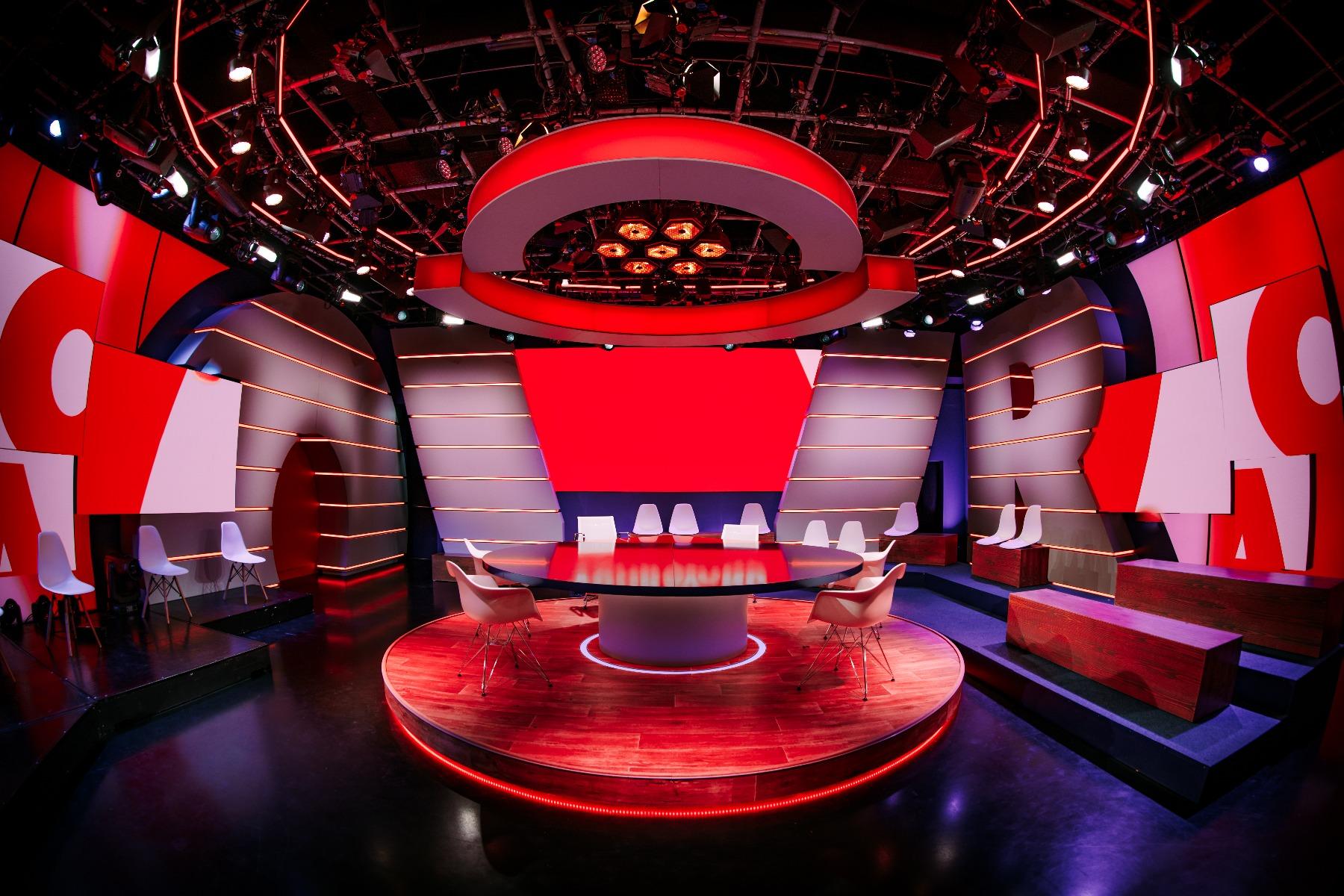 Showtec LED Octostrip MKII in talk show  'De Vooravond' (The Eve)