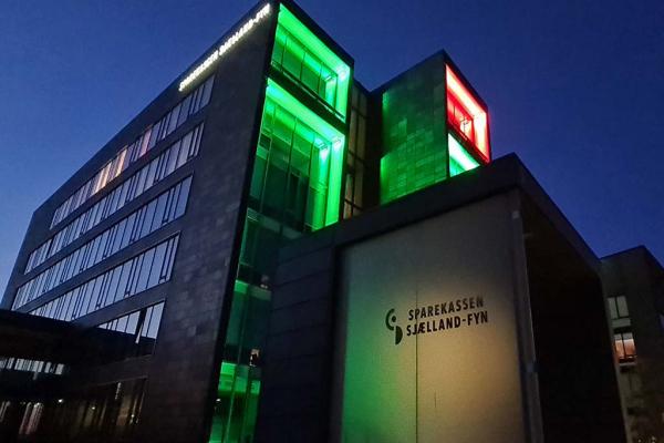 DLT conçoit l'éclairage extérieur d'une banque