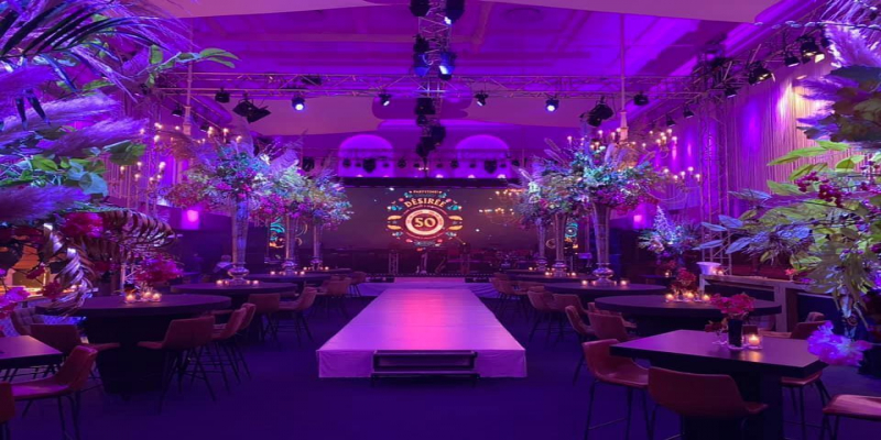 DMT PS4.6N LED-Paneele beleuchten Big Church